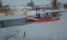 Kai kas baidarėmis plaukia net ir žiemą
