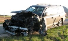 Per avariją sumaitotas automobilis moteriai virto spąstais