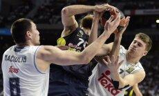Jonas Mačiulis ir Luka Dončičius kovoja dėl kamuolio
