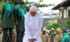 Indonezijoje nuplakta moteris
