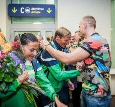 Nepasididžiavo: su sidabru sugrįžusių irkluotojų pasveikinti atvyko pats Rio turėjęs dalyvauti R. Maščinskas