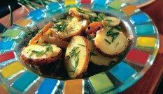 Paprastos bulvių salotos su žolelėmis