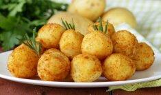 Bulvių kukuliai su varške ir sūriu (kroketai)