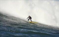 Su milžiniškomis bangomis kovojantys banglentininkai varžosi dėl didžiojo prizo