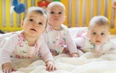 Šeima gavo retą gamtos dovaną - gimė identiški tryniai iš vieno kiaušinėlio