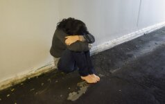 Nesveika meilė: į nuodėmingus santykius puolusių motinos ir sūnaus kalėjimas nebaugina