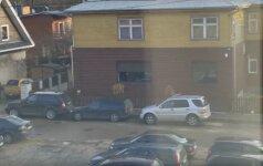 """Nufilmavo, kaip Kaune elgiamasi su """"ne savo vietoje"""" pasistačiusiais automobilį"""