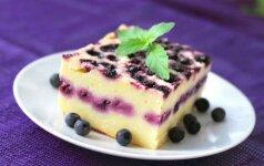 Labai gardus mėlynių pyragas su varške