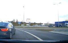 """""""Kelių gaidelį"""" sostinėje nufilmavęs vilnietis: BMW vairuotojų kultūra nesikeičia"""