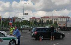 """Vilniuje, Geležinio vilko gatvėje, susidūrė """"Opel Astra"""" ir sunkvežimis"""