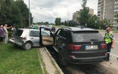Masinė avarija Šilainiuose: teisės vairuoti neturintis BMW vairuotojas sudaužė 5 automobilius
