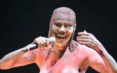 O, Dieve: 67 metų atlikėja į festivalio sceną žengė nuogomis krūtimis