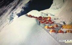 Ispanas į Everesto viršūnę pakilo per rekordinį laiką ir be deguonies balionų