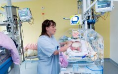 Ar sveikinti neišnešiotą kūdikį pagimdžiusią mamą?