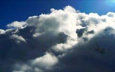 Rusų šuolininkas su parašiutu nušoko nuo beveik 8 km aukščio kalno Himalajuose