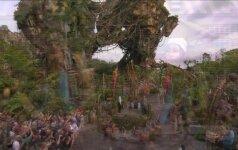 """J. Cameronas ir S. Weaver apžiūrėjo """"Įsikūnijimui"""" skirtą """"Disney"""" parko ekspoziciją"""