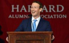 """Žinia apie """"Feisbuko"""" įkūrėjo M. Zuckerbergo """"Harvardo"""" diplomą tebuvo programišių juokelis?"""