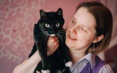 Vilniečių šeimą priglausti katę be kojos paskatino neįgali dukra