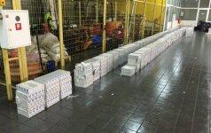 Kontrabandininkas brangų krovinį slėpė priekabos lubose