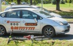 Kalvarijų g. automobilis partrenkė ir sužalojo dviratininką