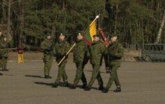 """Lengvajai pėstininkų brigadai """"Aukštaitija"""" įteikta kovinė vėliava"""