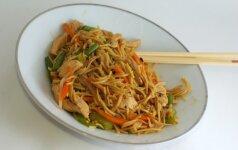 Savaitgalio gardumėlis: tailandietiški makaronai per 15 minučių