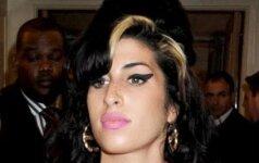 """Naujasis A. Winehouse vaikinas draugauja """"dviem frontais"""""""
