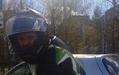 Įsižiūrėkite: policijai vis dar reikalinga Jūsų pagalba dėl sprukusio motociklininko