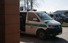 Keturių šeimos narių nužudymu įtariamas E. Anupraitis jau buvo susikrovęs kelioninį lagaminą
