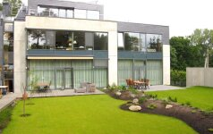 Architekto namas: milžiniški langai, bet šiluma pigi