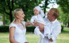 Lietuviškų krikštynų mados: linas, įsiūti gintarai ir angelo sparnai skaitytojų nuotraukos