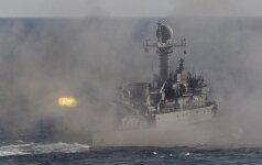 Pietų Korėja paleido įspėjamuosius šūvius prie jūrinės sienos