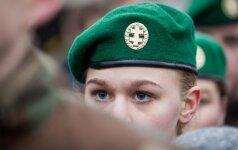 Sukirto rankomis dėl atsargos karių integracijos