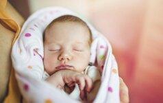 Psichologės patarimai tėvams, kurių vaikai neužmiega patys arba naktį prastai miega