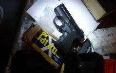 Sutuoktinių poros iš Telšių verslas – prekyba nelegaliais ginklais