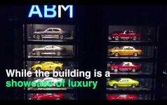 Neįprastas pardavimų salonas: prabangūs automobiliai – it sumuštiniai aparate