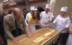 Princas Williamas su žmona Kate Vokietijoje gamino tradicinius precelius