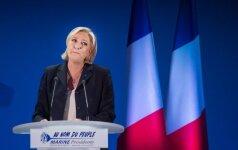 M. Le Pen švenčia pergalę pirmame ture