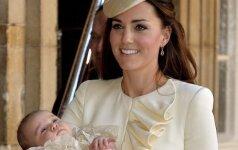 Sūnaus krikštynoms K. Middleton pasipuošė skrybėlaite už 3 tūkst. litų šeimos narių foto