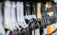 Apklausa: gyventojai nepritaria dokumento rodymui perkant alkoholį