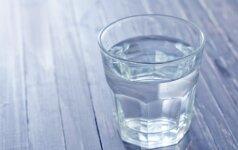 Pavojus stiklinėje: ką galime išgerti kartu su vandeniu?