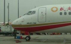 Kinijoje pagamintas keleivinis lėktuvas kilo pirmajam skrydžiui