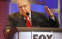 """Mirė vienas """"Fox News"""" įkūrėjų R. Ailesas"""