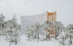 Studentų pastatytas netradicinis stebėjimo bokštas Estijos pelkėje