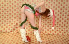 Peržengtos visos ribos: aktorė vulgariai apsinuogino kalėdinėje fotosesijoje
