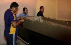 Recesiją išgyvenančioje Venesueloje pereinama prie kartoninių karstų