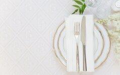 Baltas it sniegas stalas – kaip išskalbti pageltusią staltiesę?