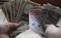 JAV doleris toliau brangsta dėl skirtingų pinigų politikos perspektyvų