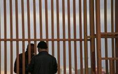 Kalėjimo prižiūrėtoja pabėgo su siru, kaltinamu nepilnametės išžaginimu