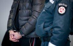 Sulaikytasis priešinosi policininkams ir žalojo save